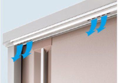 換気は、鴨居部分から屋根前部の化粧ガラリに抜け、ほこり侵入防止の配慮もされております。