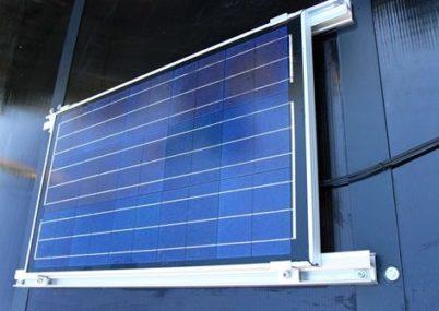 電源不要のソーラーパネル標準装備