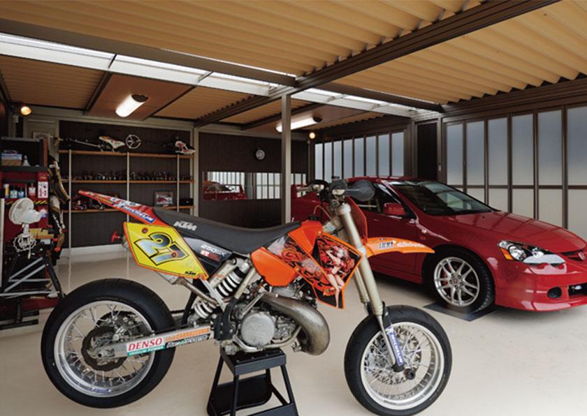 趣味の倉庫としても使えるガレージ